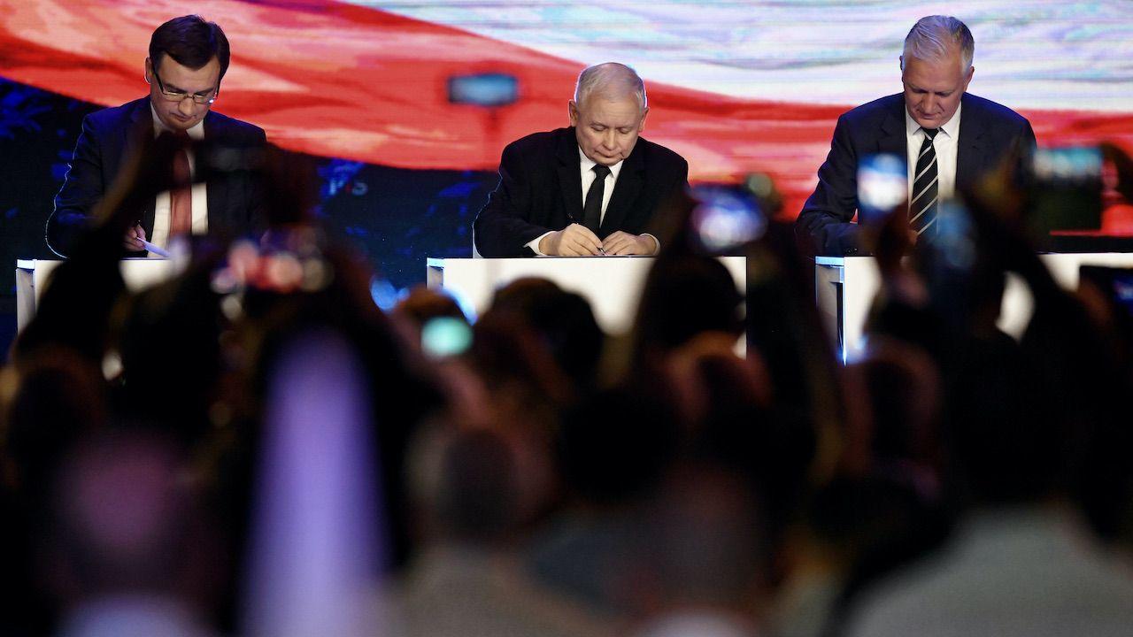 Zbigniew Ziobro, Jarosław Kaczyński i Jarosław Gowin (fot. arch.PAP/Bartłomiej Zborowski)
