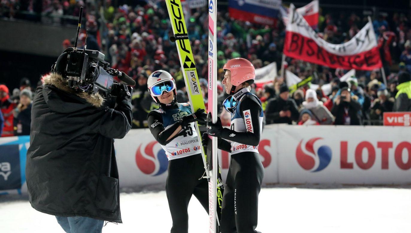 Obaj skoczkowie mieli dziś co świętować. Stoch wygrał konkurs Pucharu Świata, a Kubacki był na trzecim miejscu (fot. PAP/Grzegorz Momot)