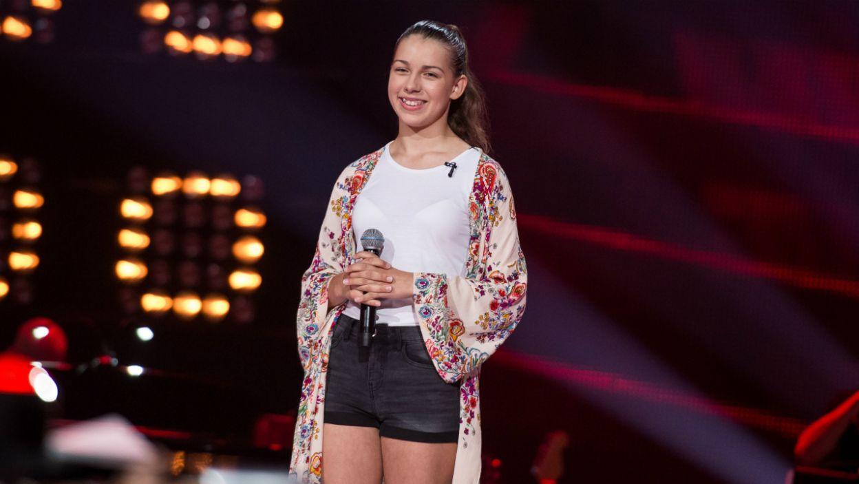 Mimo że Julia nie odwróciła trenerskich foteli, wokalistka i tak spełniła swoje marzenie, spotkała się ze swoją idolką Barbarą Kurdej-Szatan (fot. J. Bogacz/TVP)