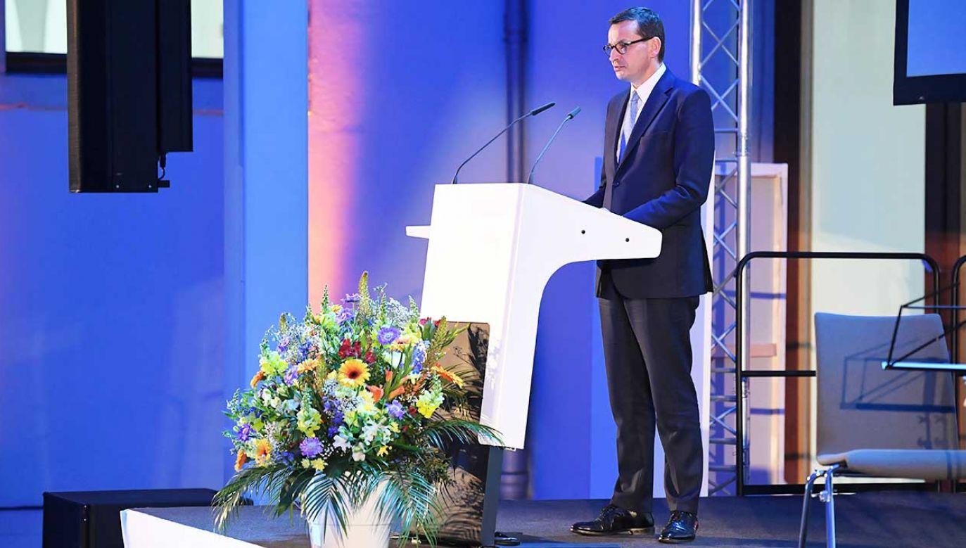 Premier RP Mateusz Morawiecki przemawia w Dreźnie, gdzie uczestniczy w otwarciu Europejskiego Forum Badań i Innowacji (fot. PAP/Radek Pietruszka)