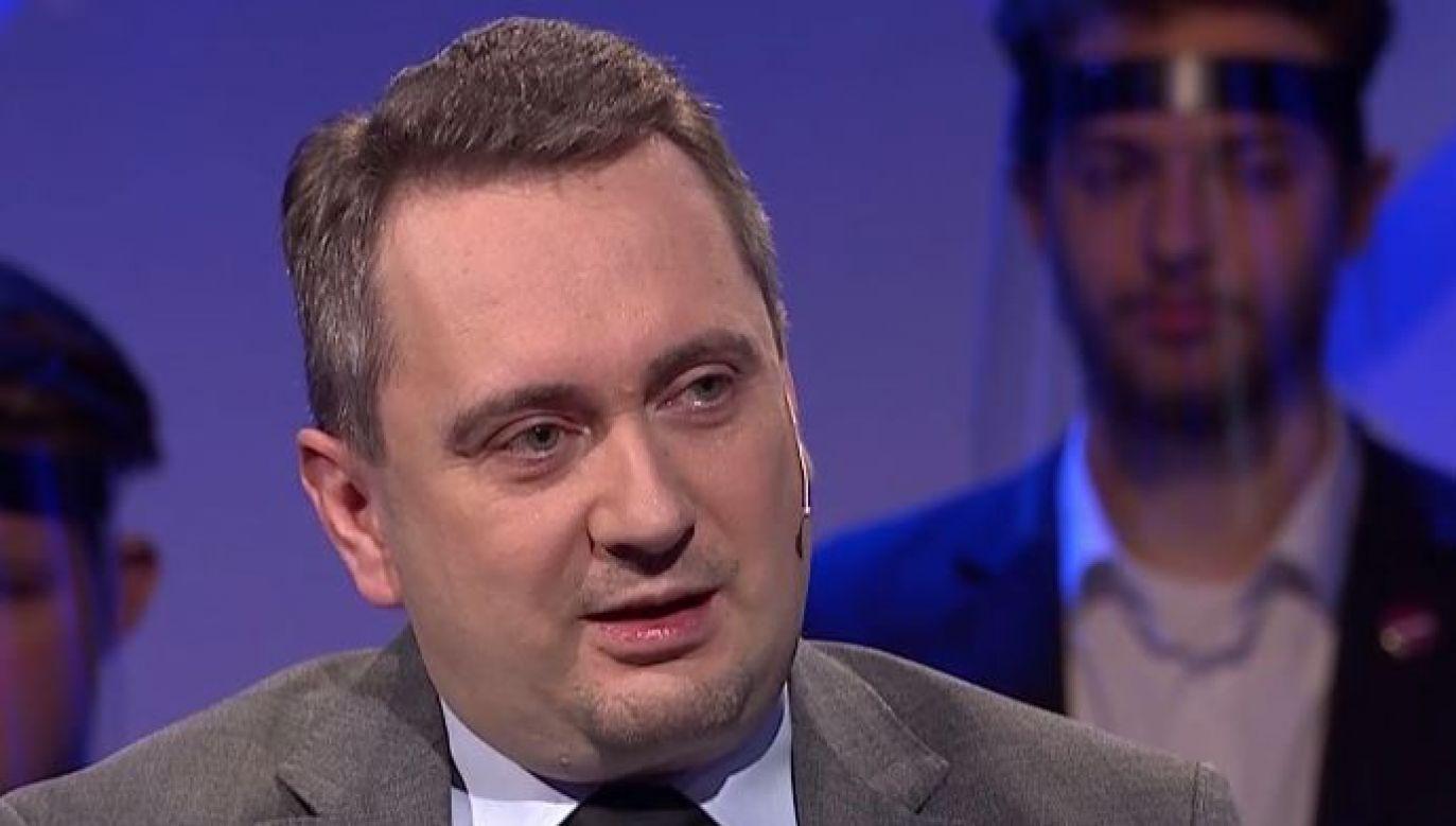 Komentarze z okazji 20-lecia PO (fot. TVP info)