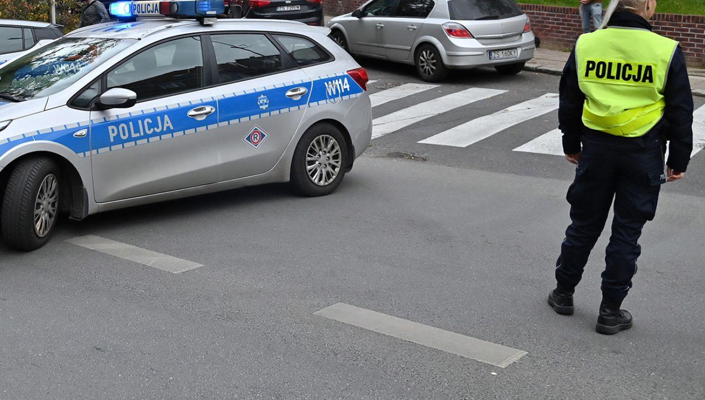 Kierowca mercedesa uciekał przed policją (fot. PAP/Marcin Bielecki, zdjęcie ilustracyjne)