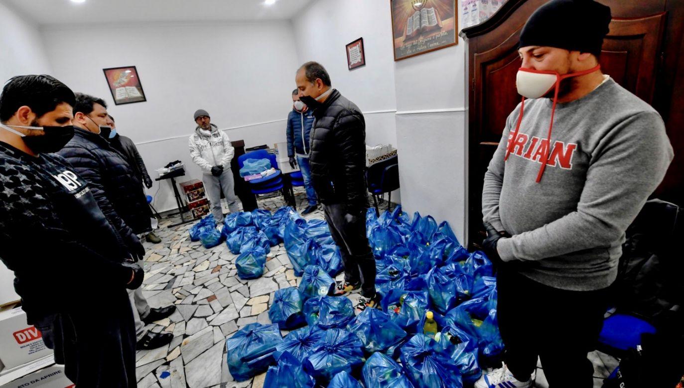 Liczba wszystkich potwierdzonych zakażeń we Włoszech przekroczyła 100 tys. (fot. PAP/ EPA/CIRO FUSCO)