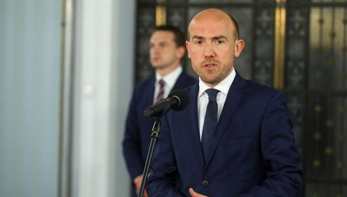 Przewodniczący PO i politycy tej partii chcieli wymusić na prezydencie Andrzeju Dudzie wybór swojego kandydata na I prezesa SN (fot. PAP/Rafał Guz)