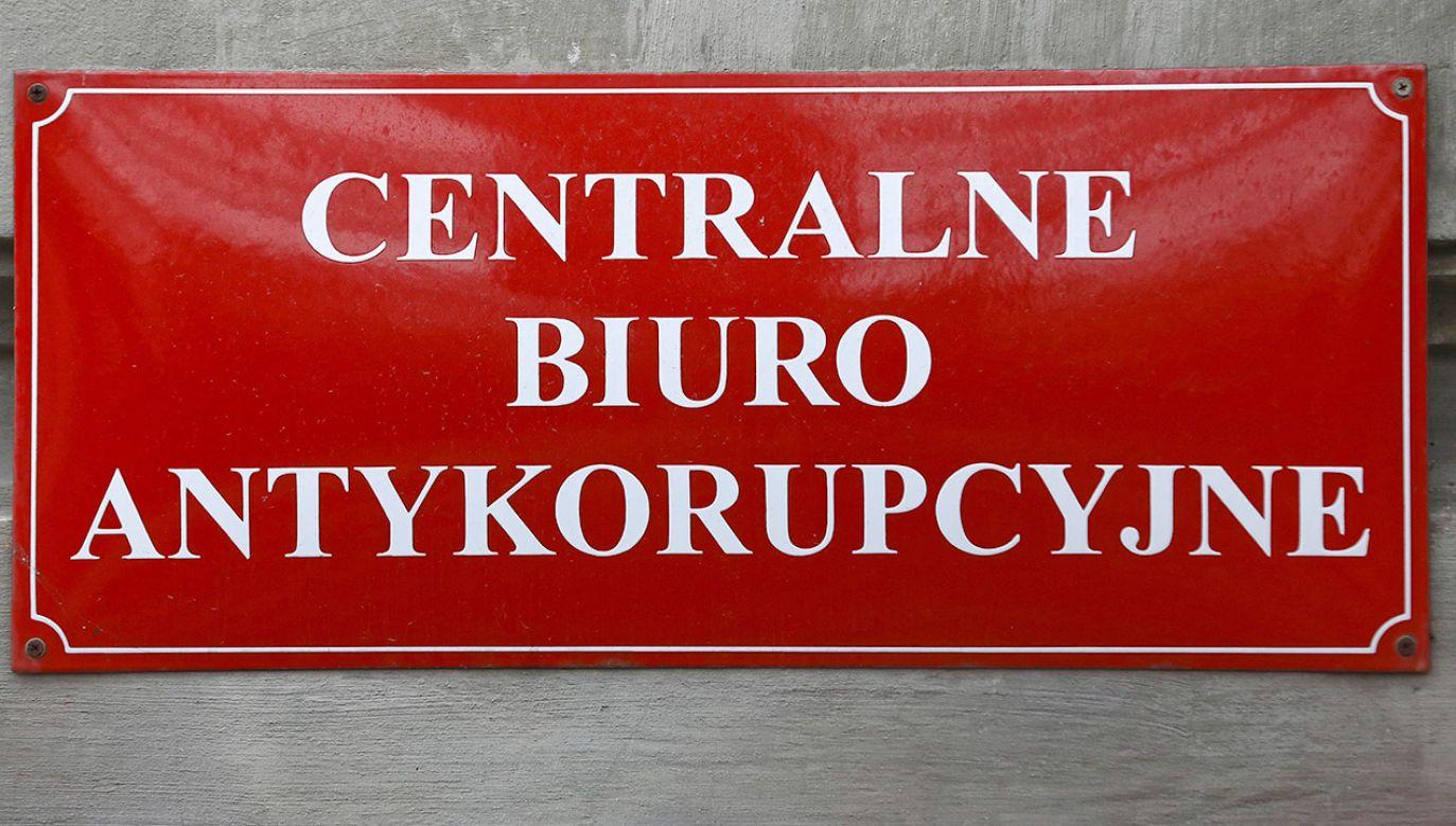 Funkcjonariusze zatrzymali m.in. jednego z warszawskich deweloperów i pracownika urzędu miasta (fot. PAP/Rafał Guz)