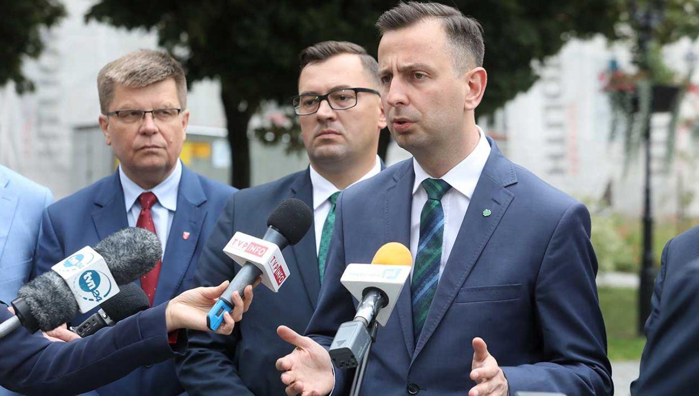 Z sondaży wynika, że Koalicja Polska pod wodzą Władysława Kosiniaka-Kamysza nie wchodzi do Sejmu (fot. PAP/Artur Reszko)