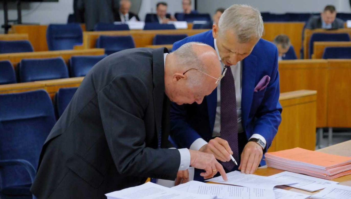 Senackie komisje zakończyły posiedzenie dot. ustawy ws. wyborów prezydenckich (fot. PAP/Mateusz Marek)