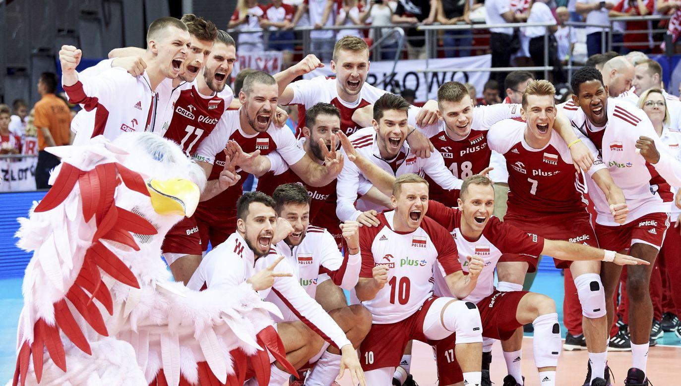 Polacy cieszą się podczas meczu turnieju kwalifikacyjnego siatkarzy do igrzysk olimpijskich (fot. PAP/Adam Warżawa)