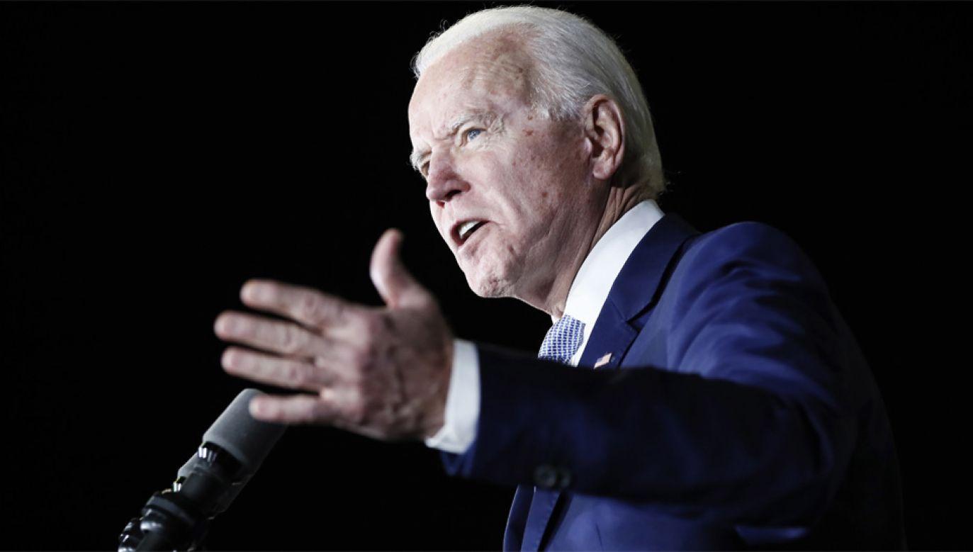 Joe Biden jest faworytem wyścigu o nominację Demokratów (fot. PAP/EPA/ETIENNE LAURENT)