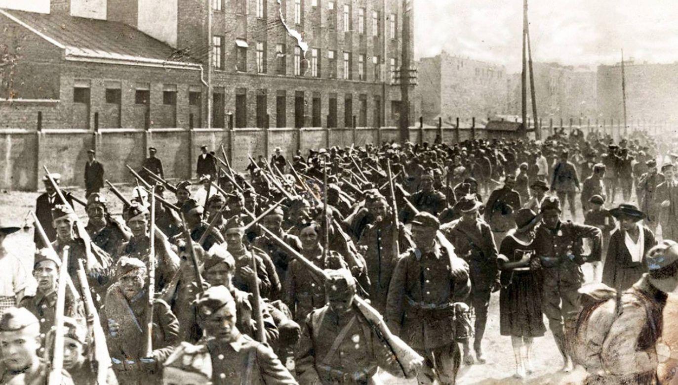 Piechota polska w marszu na front przed Bitwą Warszawską (fot. arch. PAP/Alamy Stock Photo)