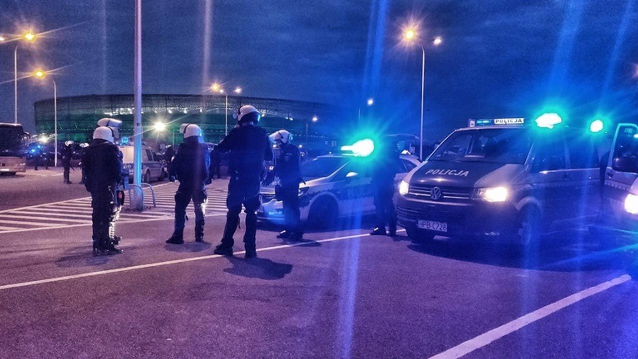 Kibice zebrali się, by kibicować podczas meczu Śląska Wrocław z Lechią Gdańsk (fot. Policja)