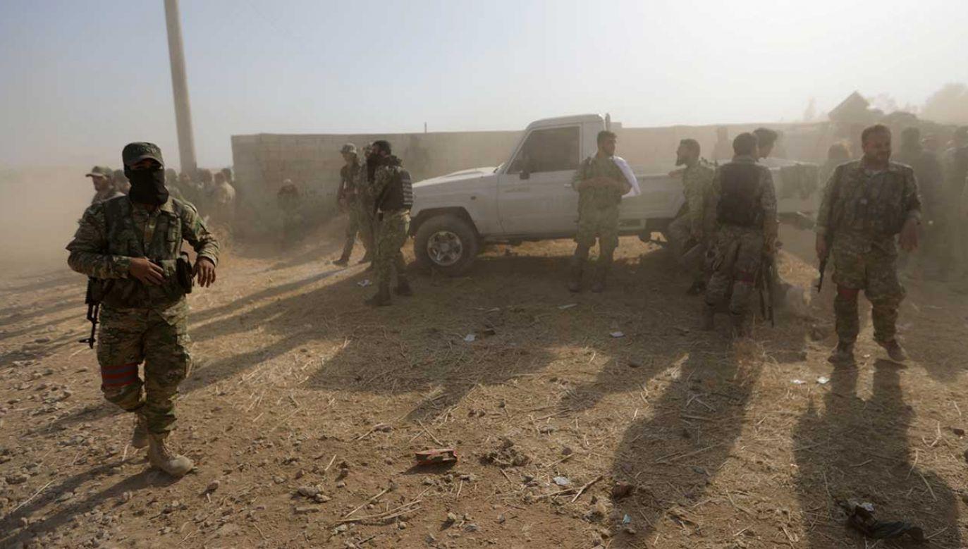 Środa to szósty dzień ofensywy Turcji przeciwko YPG na północnym wschodzie Syrii (fot. REUTERS/Khalil Ashawi)