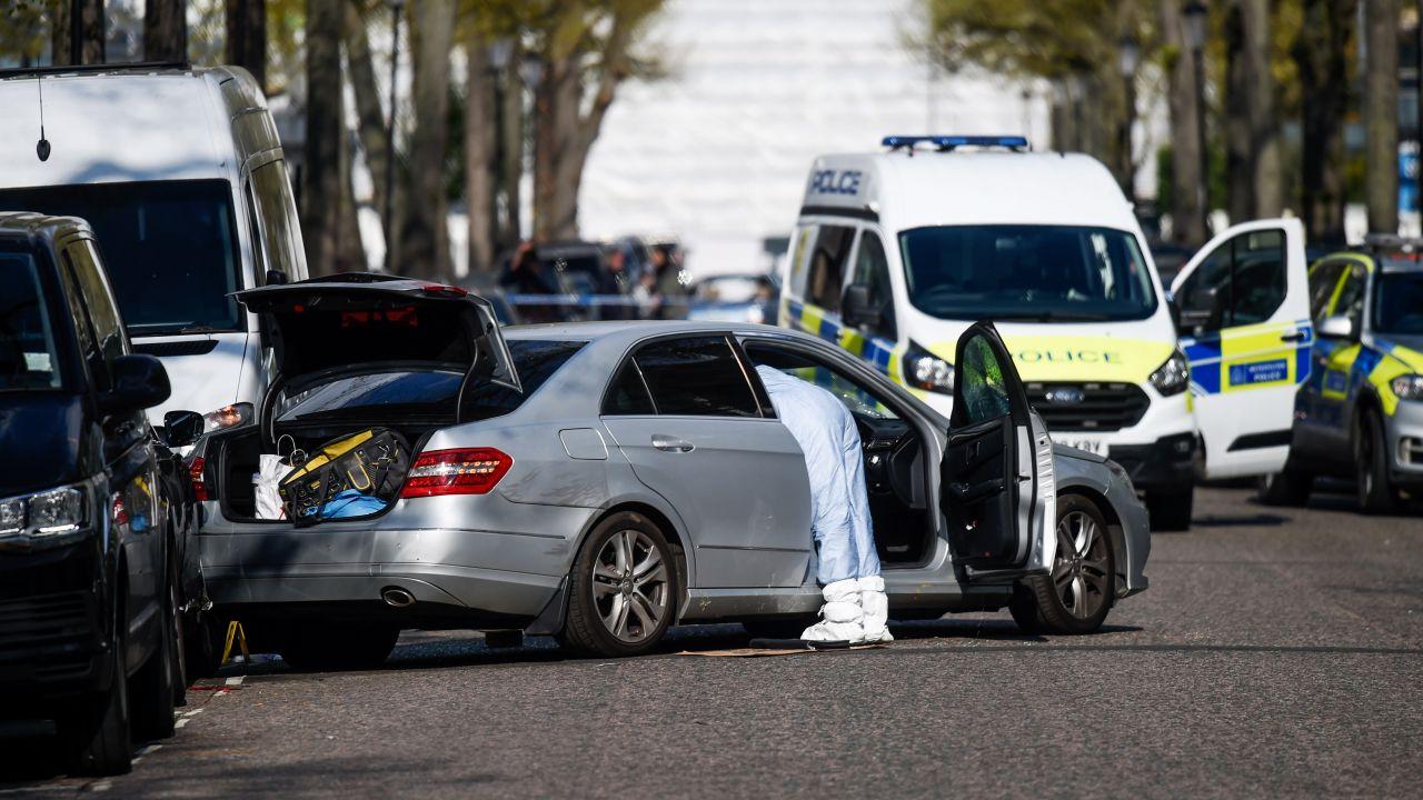 Pojazd celowo uderzył w pusty w chwili incydentu samochód ambasadora (fot. Peter Summers/Getty Images)
