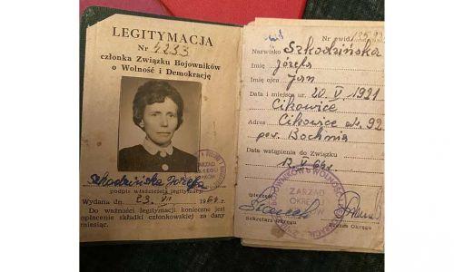 Legitymacja ZBOWiD-owska Józefy Leśniowskiej, która po zamążpójściu przyjęła nazwisko męża i podpisywała się Szkodzińska. Fot. Archiwum rodzinne