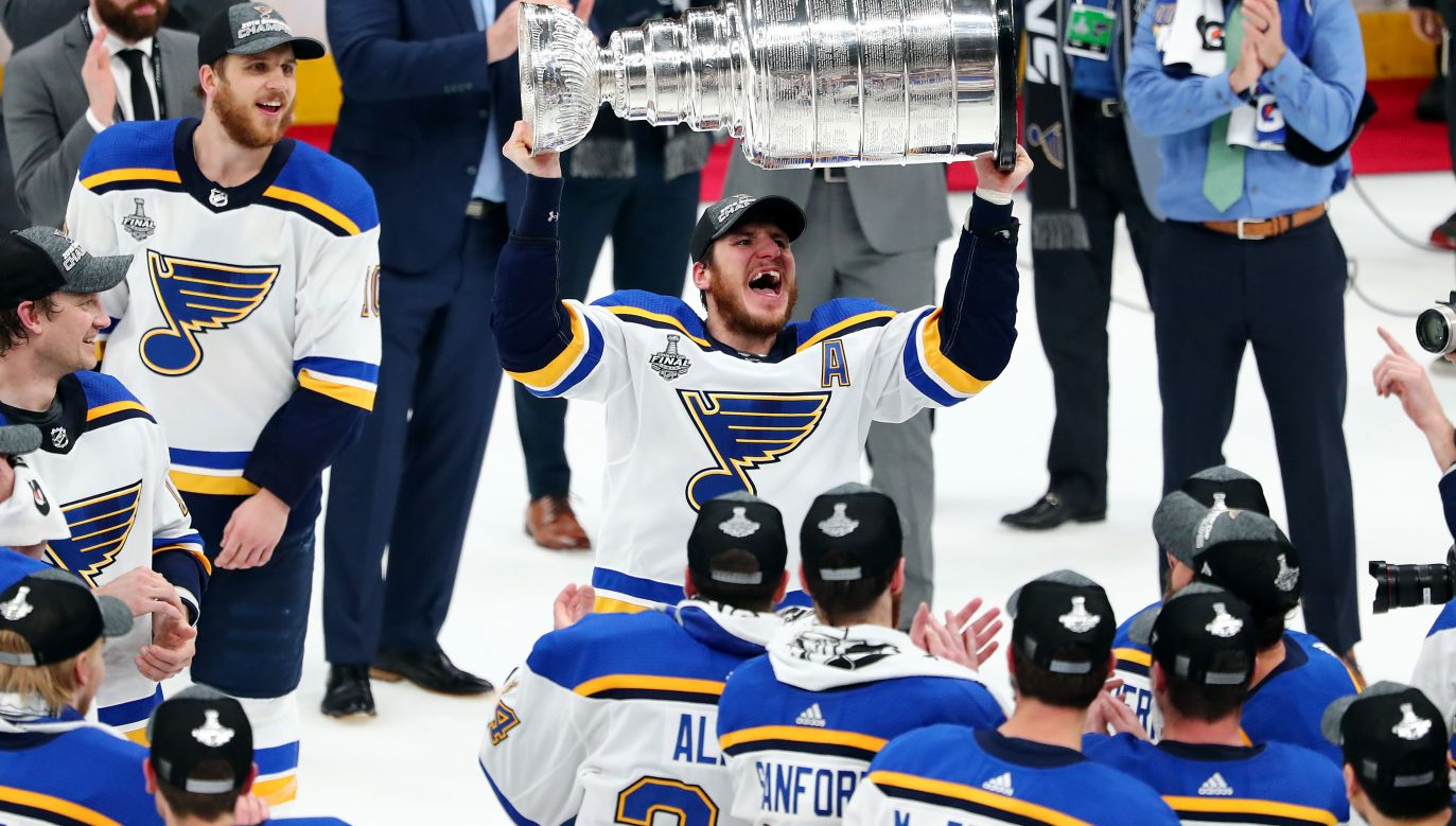 Hokeiści St. Louis Blues po raz pierwszy w historii sięgnęli po Puchar Stanleya (fot. Getty Images)