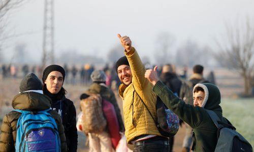 Inni do Kastanies dotarli pieszo. fot. REUTERS/Leonhard Foeger