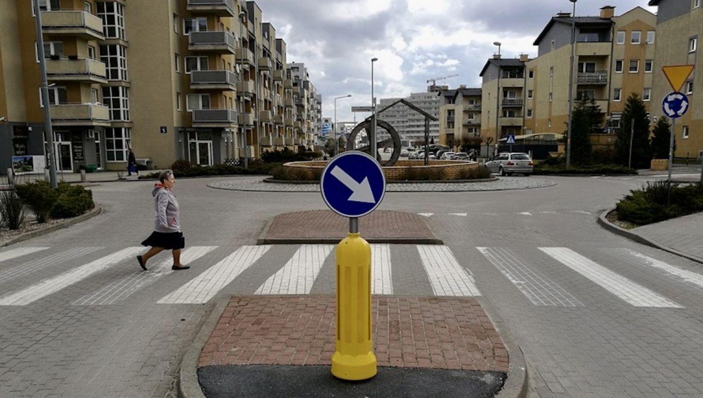 Projekt zakłada też obniżenie dopuszczalnej prędkość pojazdów na obszarze zabudowanym w nocy (fot. Shutterstock/Pawel Pietraszewski)