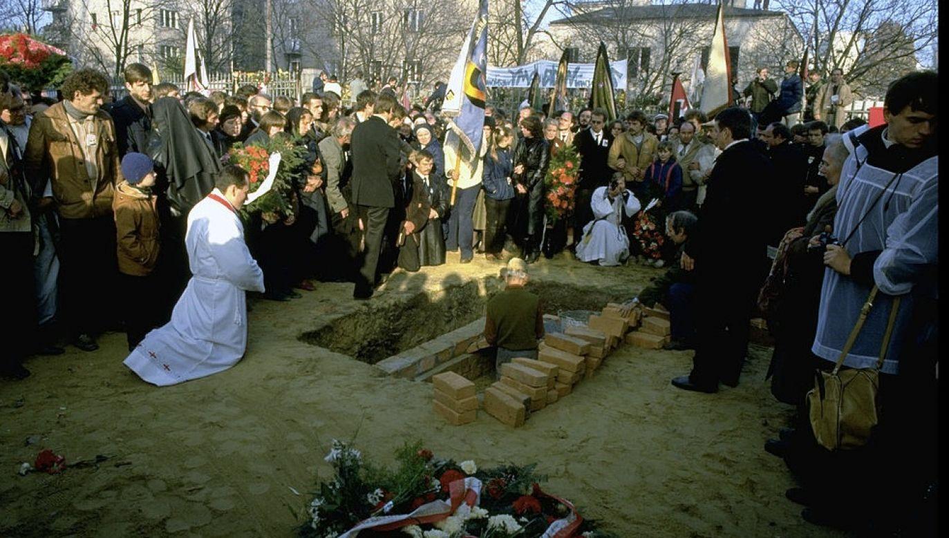 3 listopada 1984 r. pochowano zamordowanego ks. Jerzego Popiełuszki (fot. Chris Niedenthal/The LIFE Images Collection via Getty Images/Getty Images)