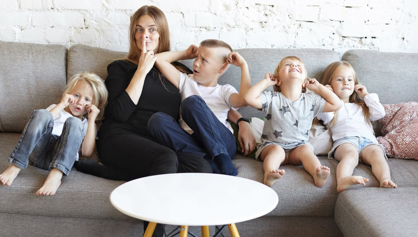 """O świadczenie w ramach programu """"Mama 4 plus"""" mogą się ubiegać matki po osiągnięciu wieku emerytalnego 60 lat (fot. Shuttetsrtock/ shurkin_son)"""