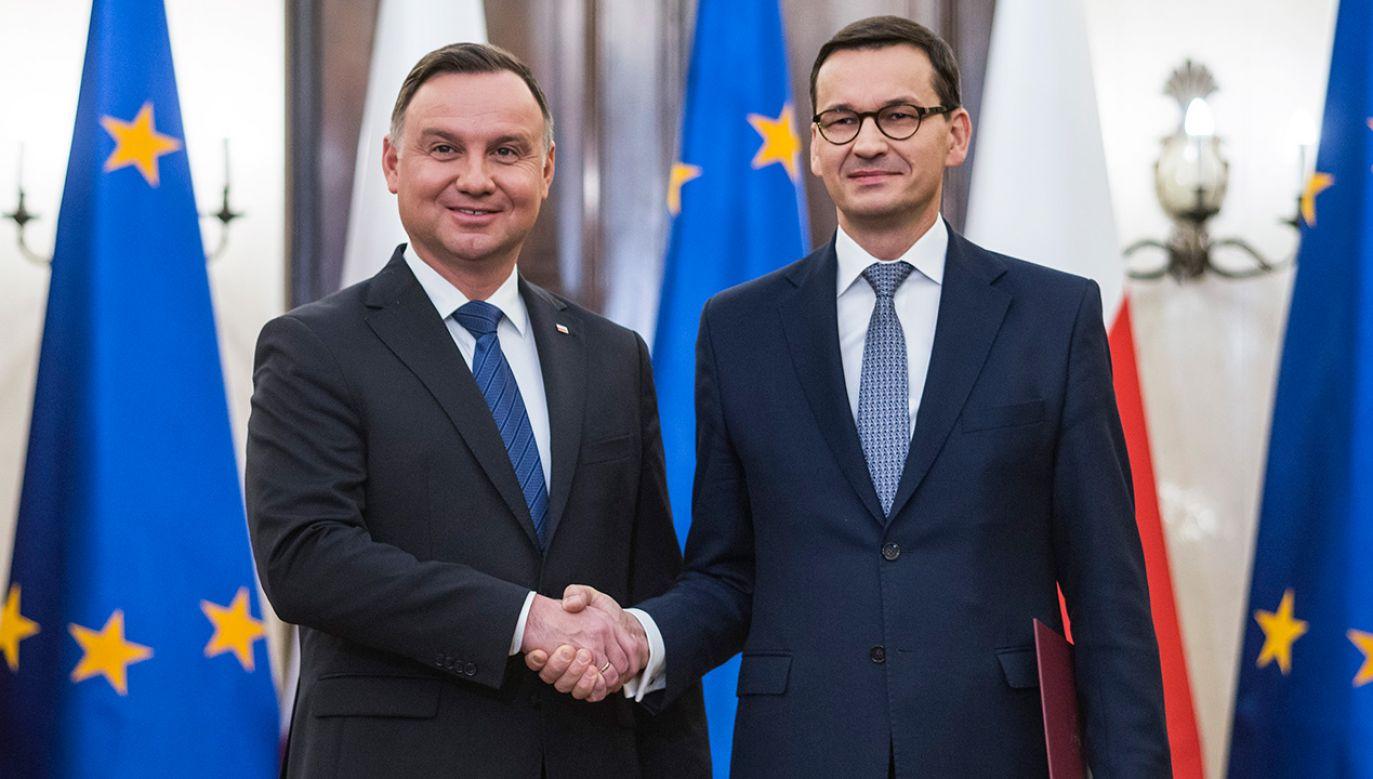 Prezzydent Andrzej Duda oraz premier Mateusz Morawiecki (fot. Attila Husejnow/SOPA Images/LightRocket via Getty Images)