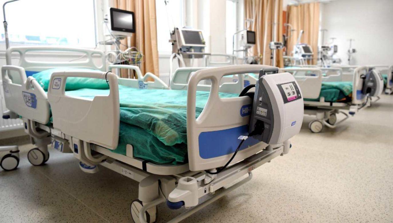 Pula wolnych łóżek  wynosi ponad 18 tys., a respiratorów – ponad tysiąc (fot. PAP/Darek Delmanowicz)