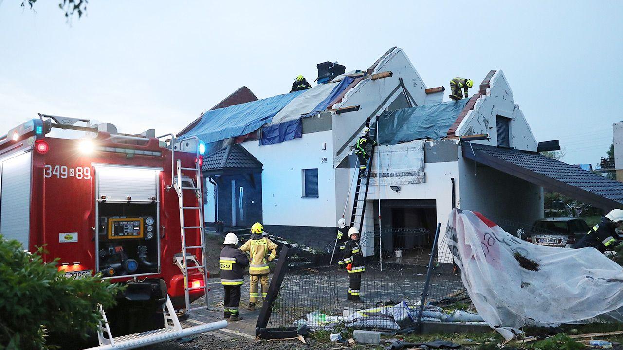 Po burzach strażacy interweniowali już prawie 2 tysiące razy (fot. PAP/Grzegorz Momot)