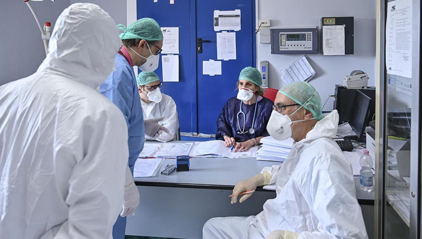Tragiczna sytuacja we włoskiej służbie zdrowia (fot. Fabrizio Villa/Getty Images)
