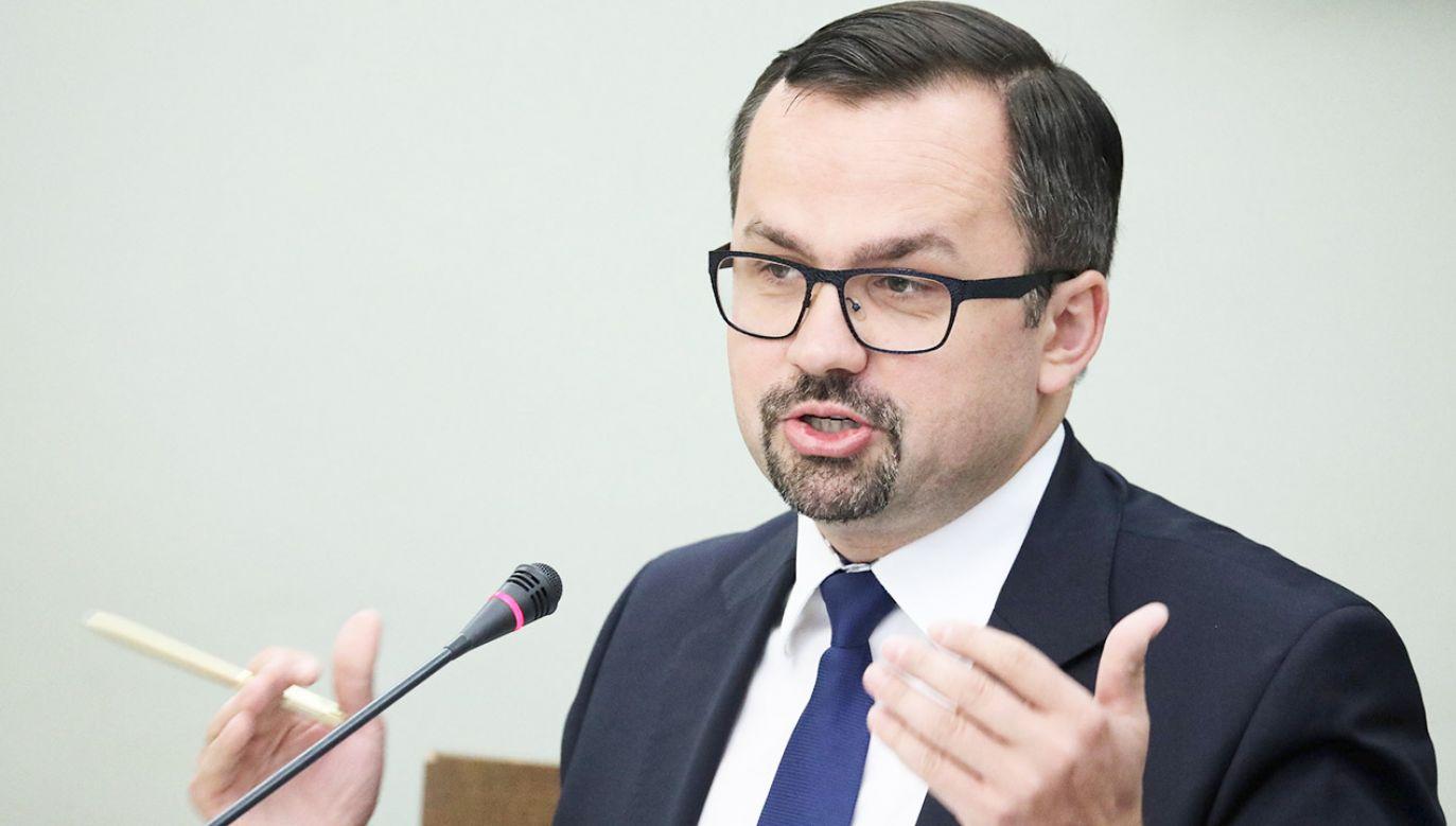 Przewodniczący sejmowej komisji ds. wyłudzeń VAT Marcin Horała (fot. PAP/Tomasz Gzell)