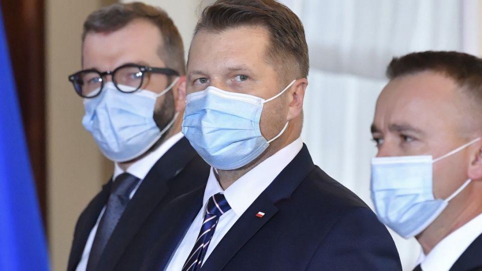 Koronawirus. Przemysław Czarnek zakażony, badania potwierdziły - ma koronawirusa. Dziś miał został nowym minister edukacji i nauki. Epidemia, przypadki, koronawirus w rządzie wieszwiecej - tvp.info