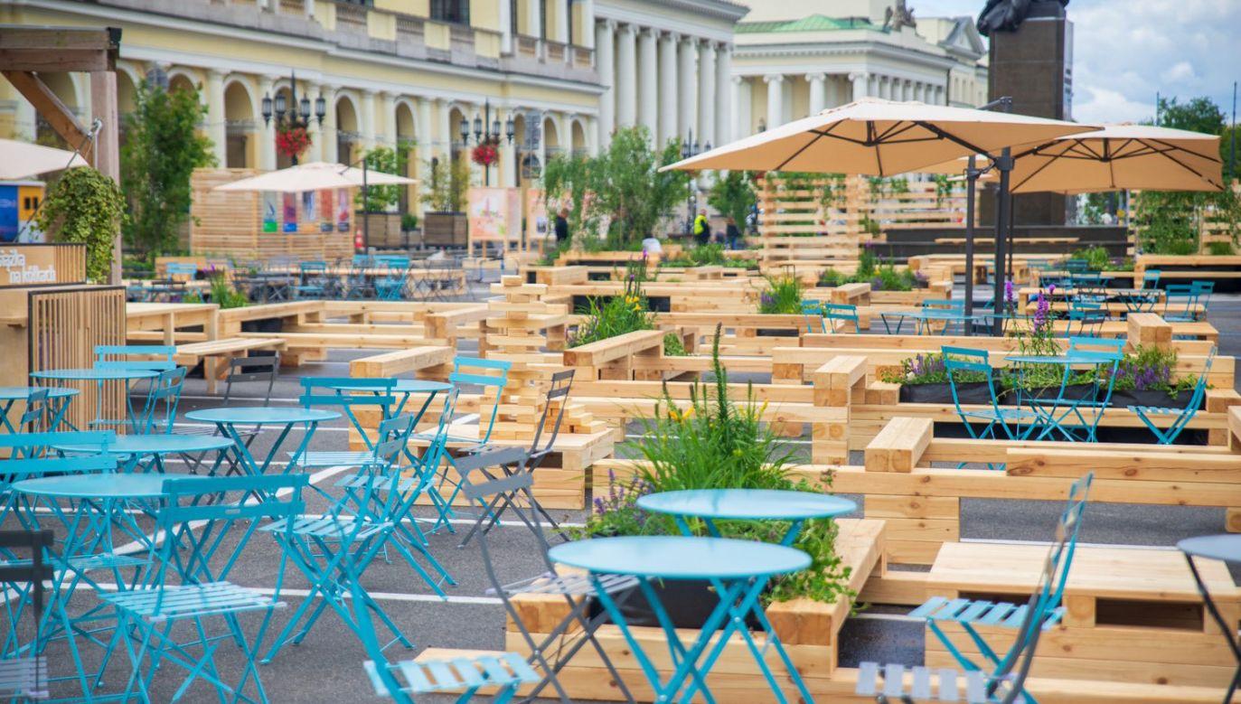 Strefa relaksu na Placu Bankowym w Warszawie (fot. FB/Miasto Stołeczne Warszawa)