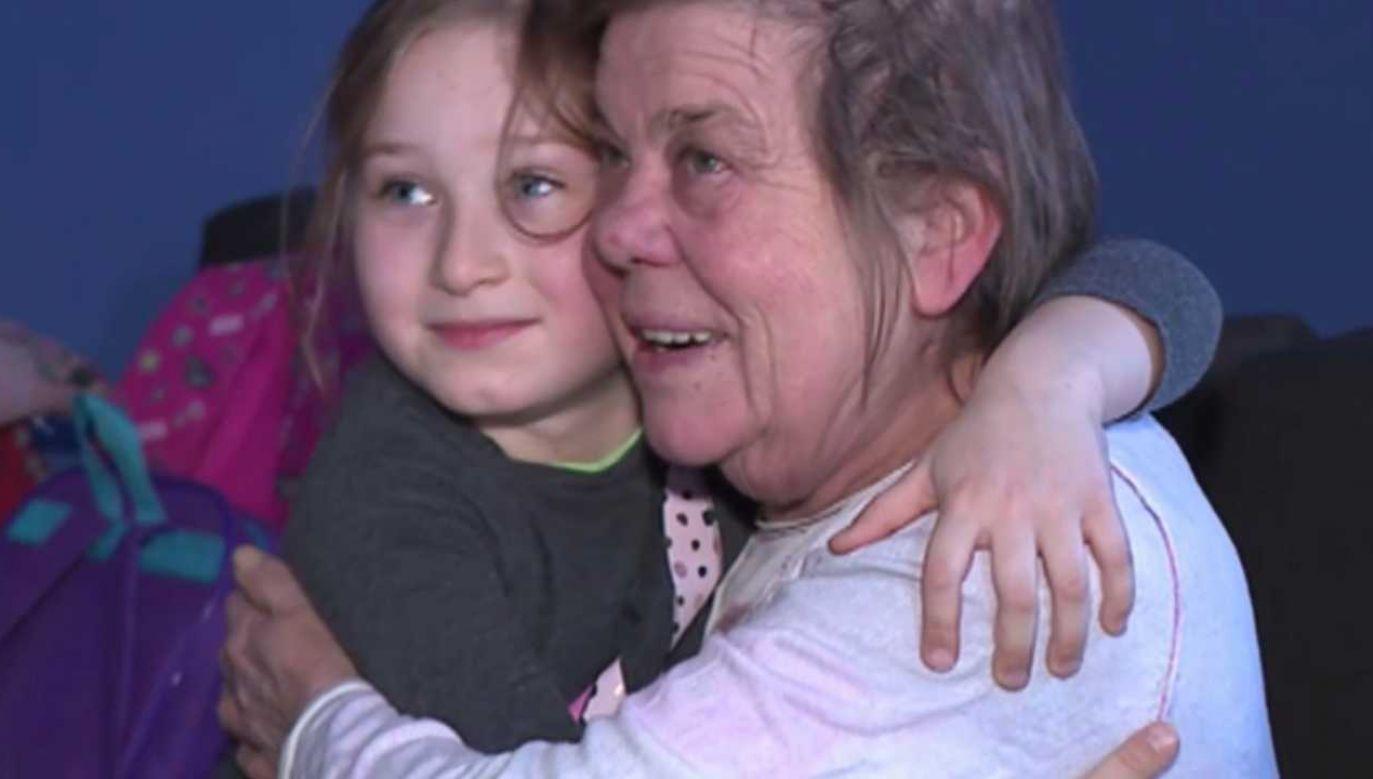 Amelka wezwała pomoc do pani Reginy (fot. TVP Info