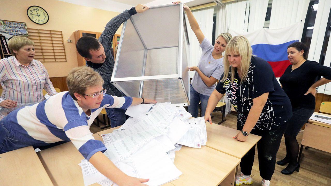 Wybory parlamentarne w Rosji (fot. PAP/ EPA/MAXIM SHIPENKOV)