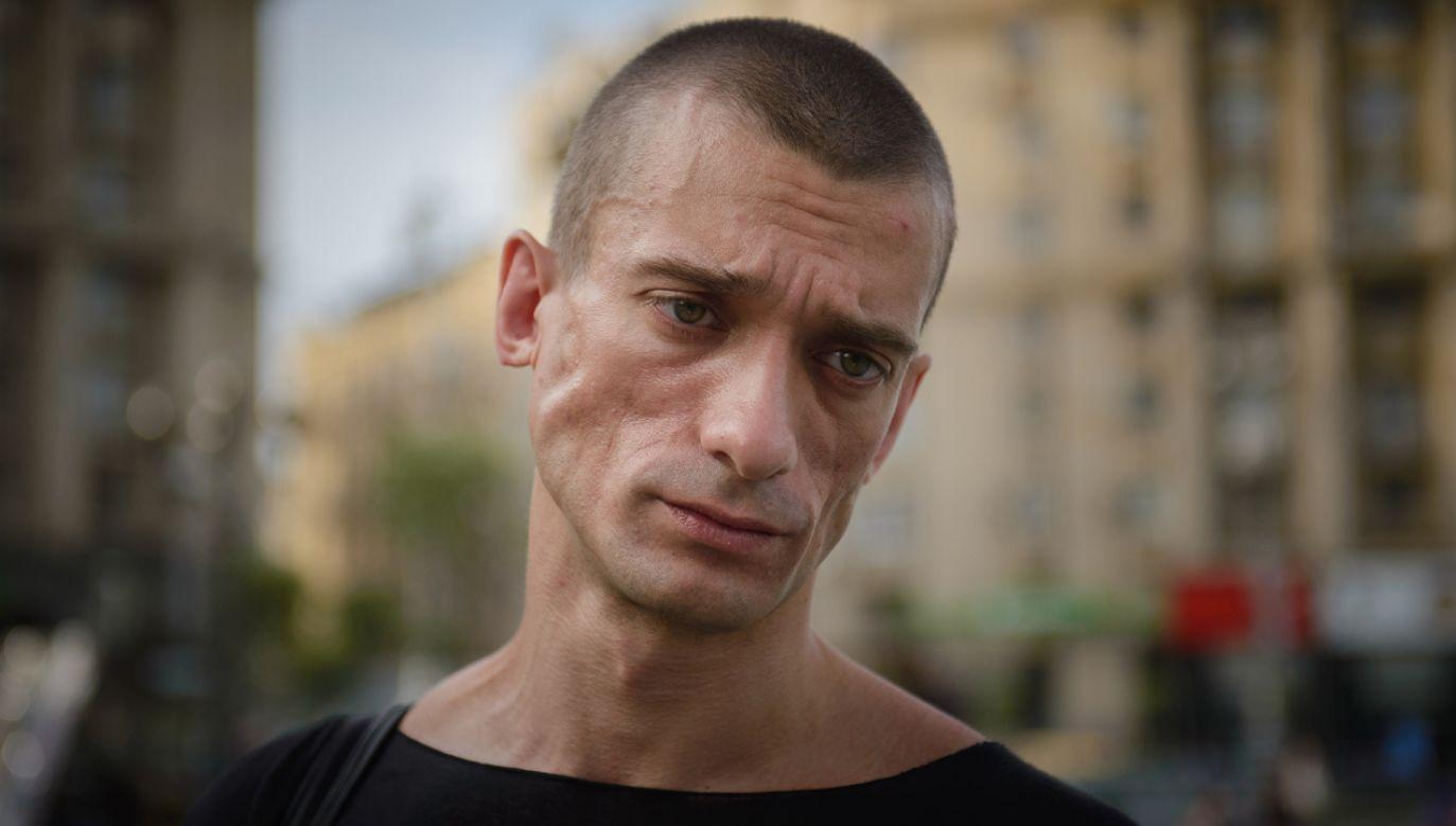 """Pawlenski był przesłuchiwany w Paryżu ws.  dot. """"przemocy z użyciem broni"""" (fot. Wikimedia Commons/Ольга Иващенко)"""