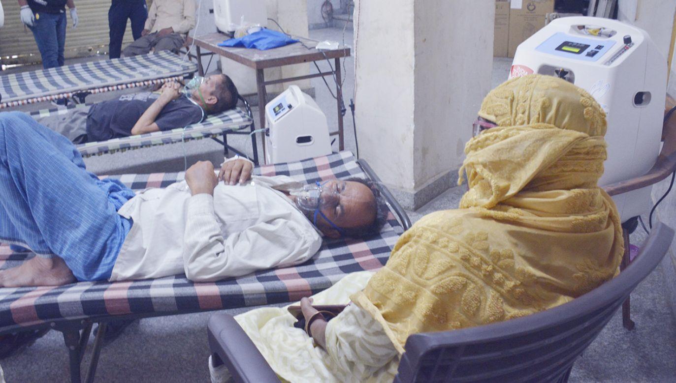 Od początku pandemii w Indiach zmarło już ponad 220 tys. chorych na COVID-19 (fot. Sakib Ali/Hindustan Times via Getty Images)