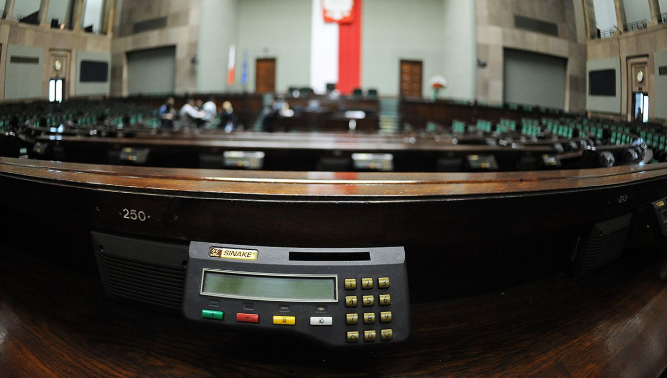 Wiceszef MSWiA powiedział, że wielokrotnie pojawiały się problemy związane z głosowaniem w Sejmie (fot. arch. PAP/Jacek Turczyk)