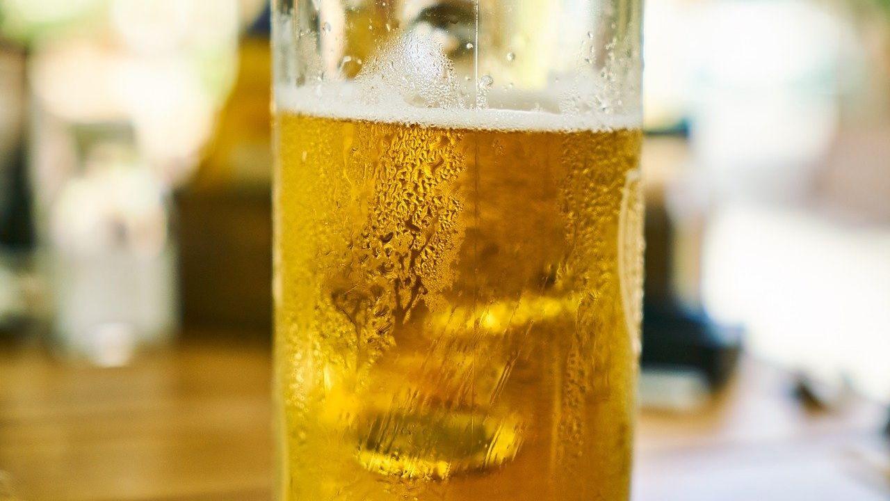 Częste jest przekonanie, że piwo to nie alkohol (fot. pixabay/Engin_Akyurt)