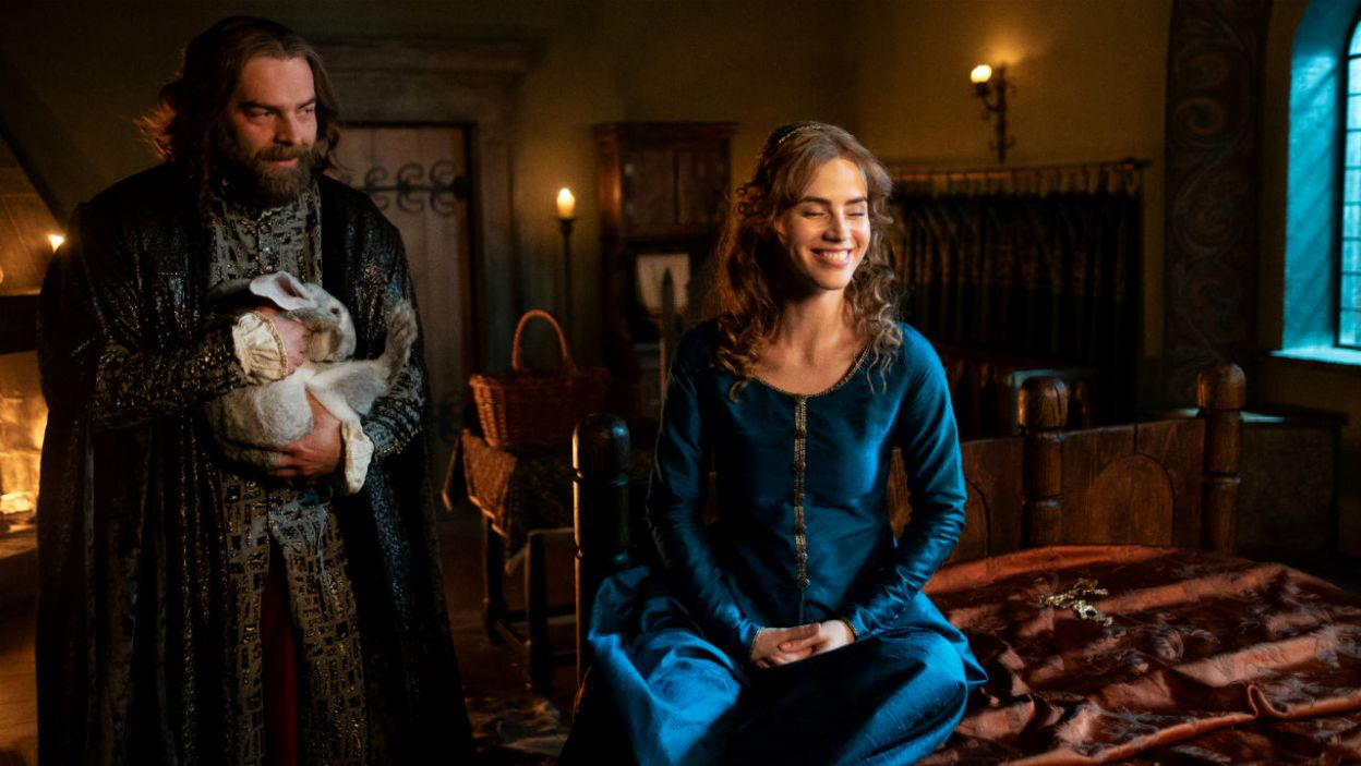 Formalnie król nadal był związany z Adelajdą (fot. TVP)