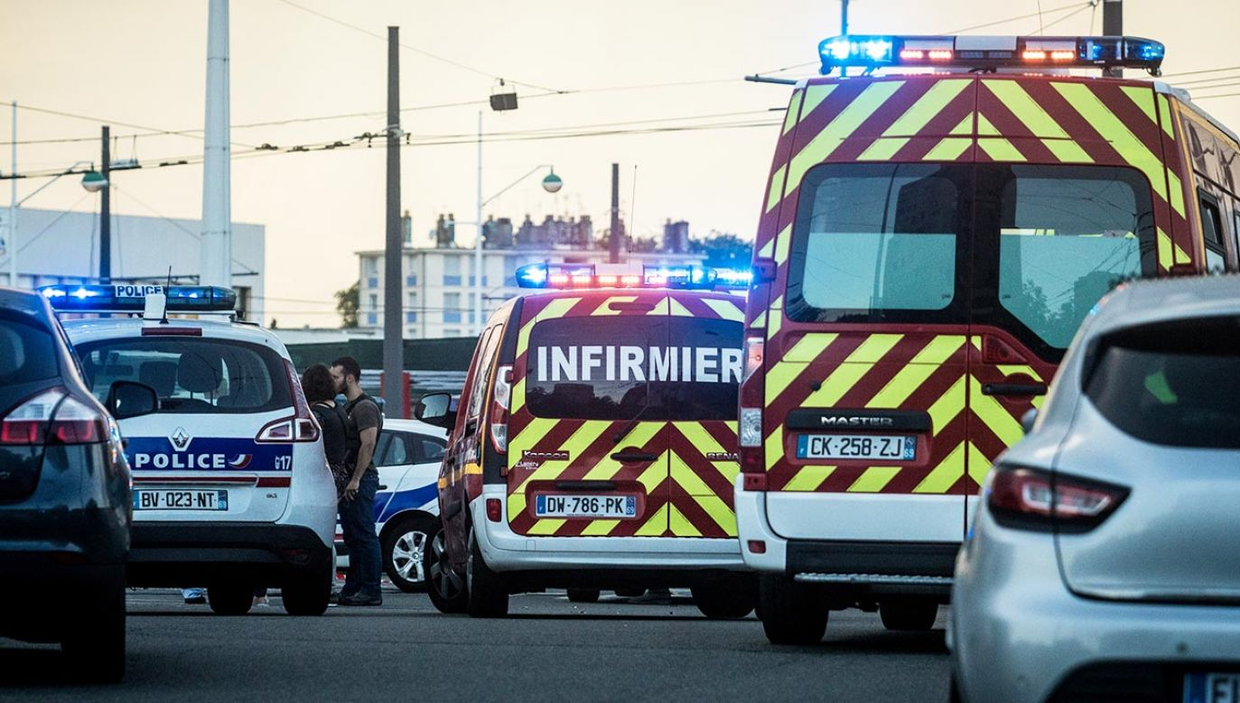 """Według świadków napastnik krzyczał """"Allah Akbar""""  (fot. Nicolas Liponne/NurPhoto via Getty Images)"""