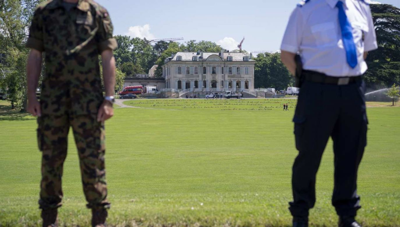 Spotkanie prezydentów USA i Rosji odbędzie się w XVIII-wiecznym dworku w publicznym parku  (fot. PAP/EPA/MARTIAL TREZZINI)
