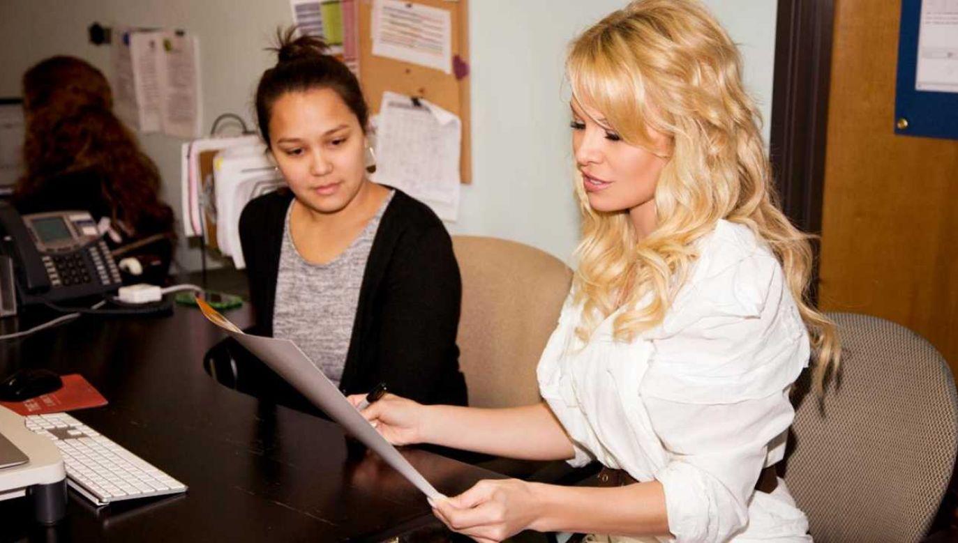 Pamela Anderson opisywała, że partner miał ją zdradzać i zastraszać (fot. Pamela Anderson Foundation)