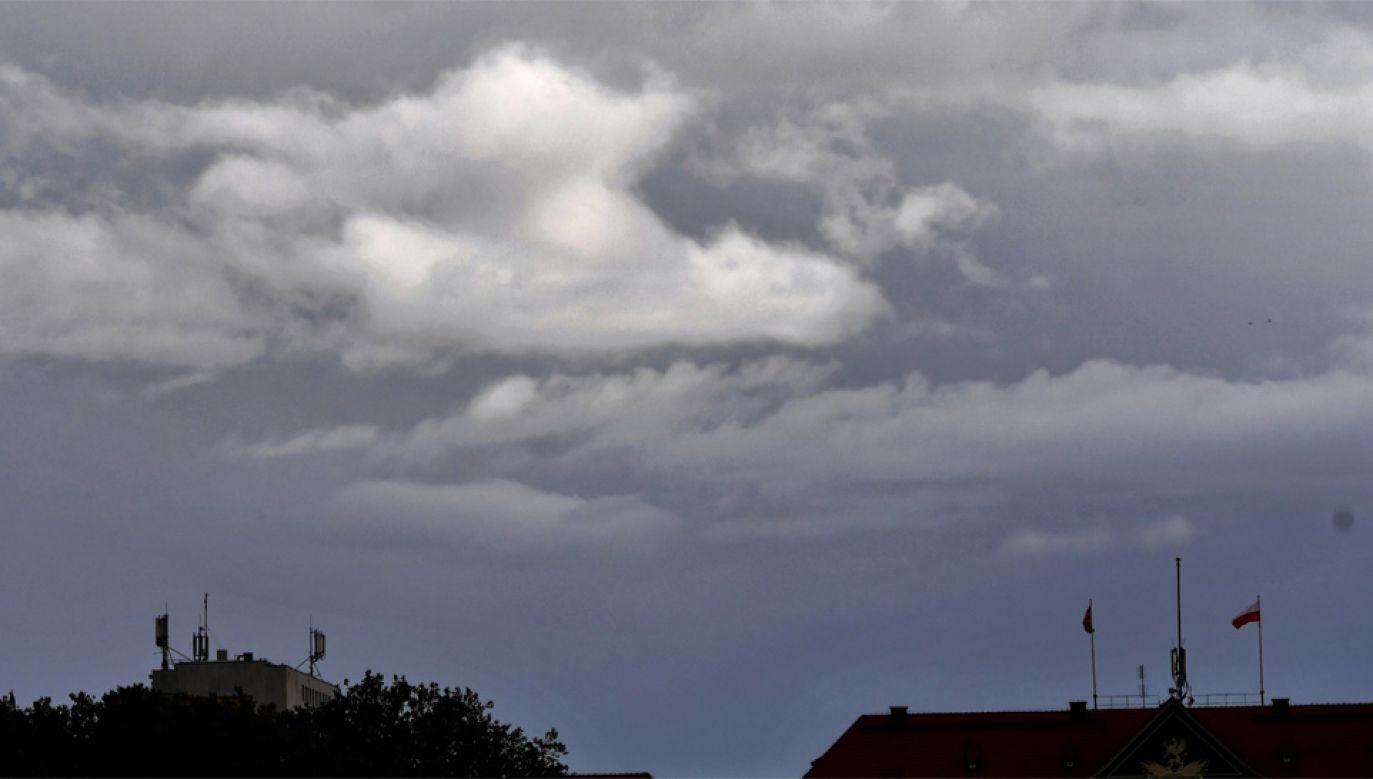 Burzowa pogoda wystąpiła m.in. w Szczecinie (fot. PAP/Marcin Bielecki)