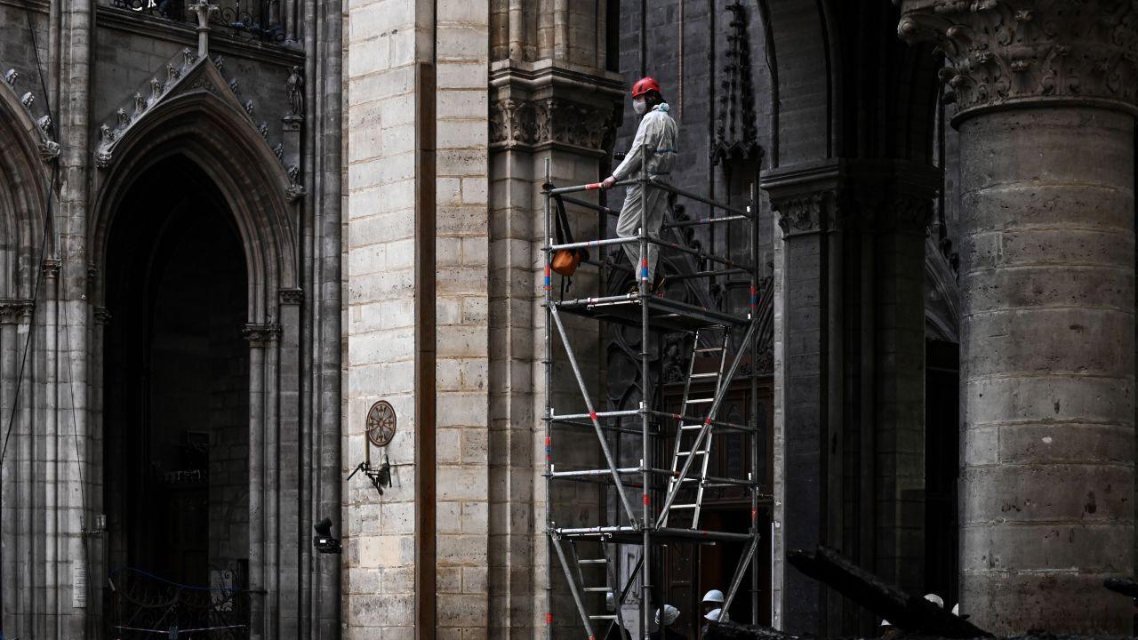 Odbudowa Katedry Notre-Dame ma potrwać pięć lat (fot. PAP/EPA/PHILIPPE LOPEZ)