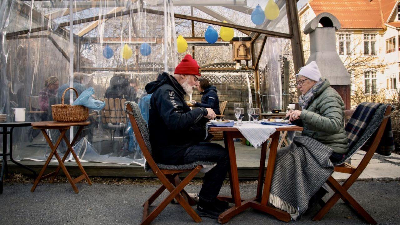 Najwięcej ofiar Covid-19 w Szwecji odnotowano wśród seniorów i pensjonariuszy domów opieki (fot. David Lidstrom/Getty Images)