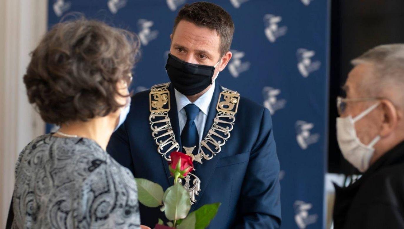 Rafał Trzaskowski wręczył Medale za Długoletnie Pożycie Małżeńskie (fot. TT/Rafał Trzaskowski)