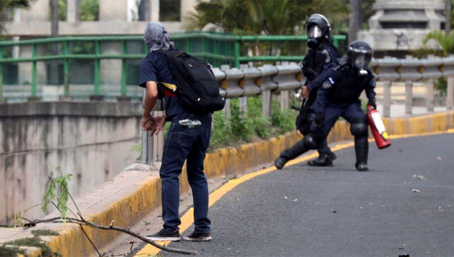 Starcia w Hondurasie trwają kolejny miesiąc (fot. PAP/EPA/Gustavo Amador)
