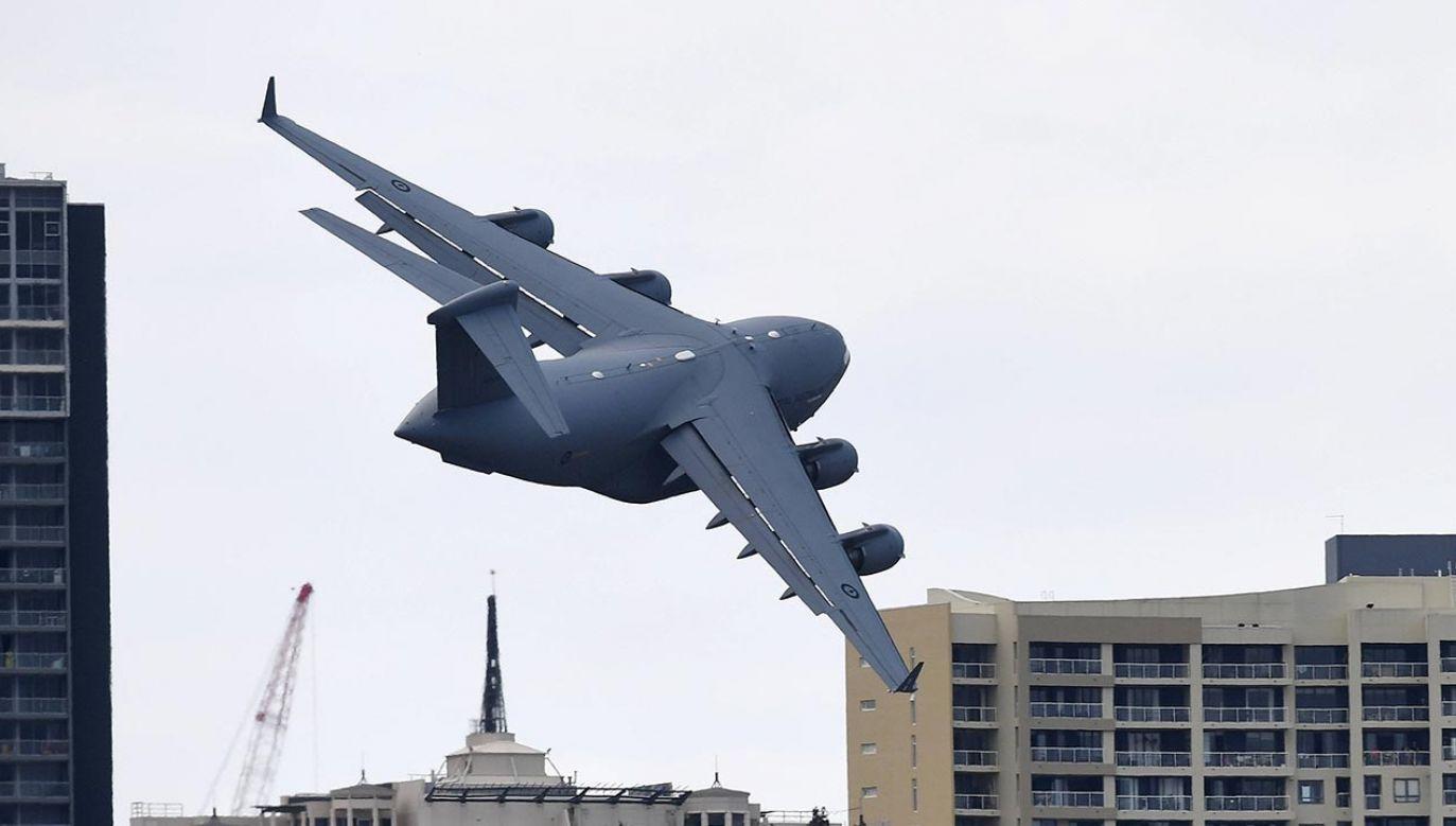 Odrzutowy Boeing C-17A Globemaster III to jeden z największych samolotów transportowych na świecie (fot. PAP/EPA/DAN PELED)