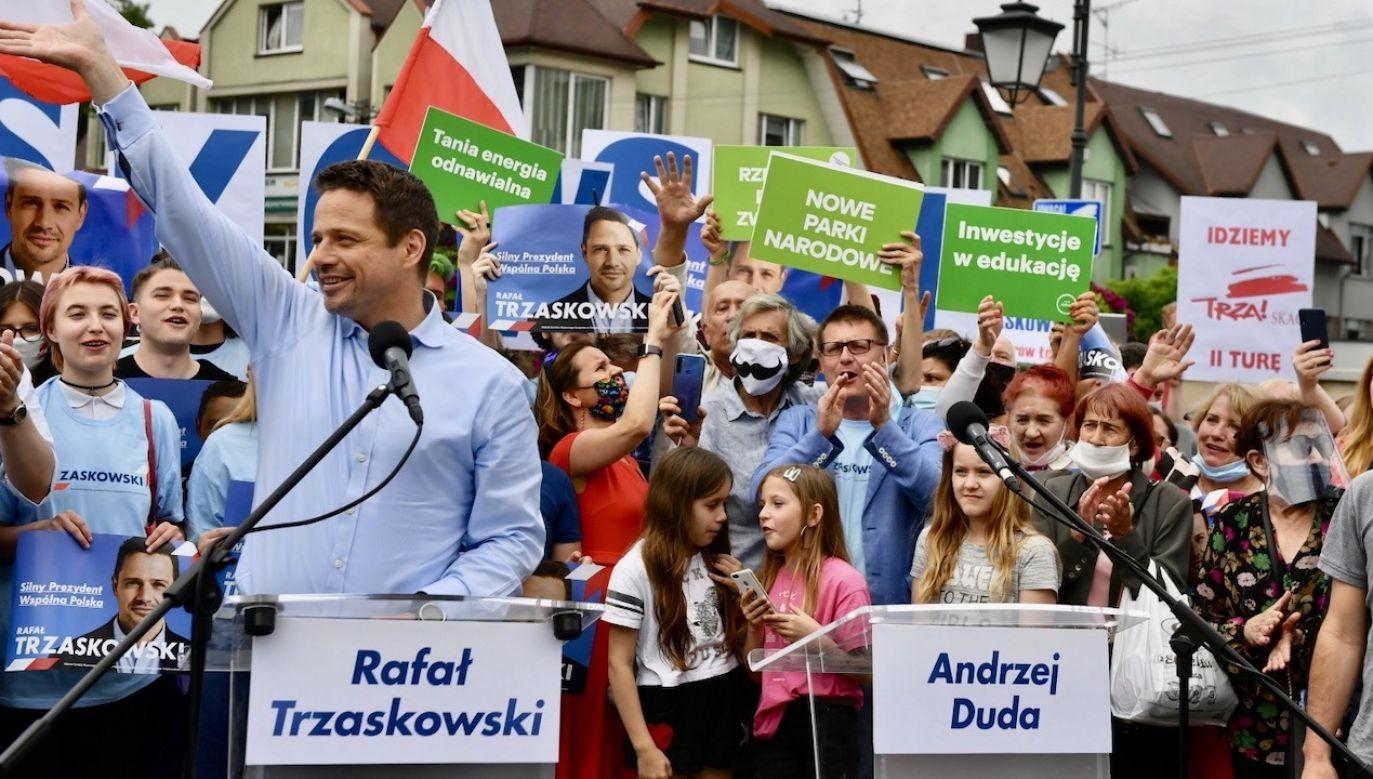 Trzaskowski uważa, że rząd ukrywa coś przed Polakami. (fot. PAP/Grzegorz Michałowski)