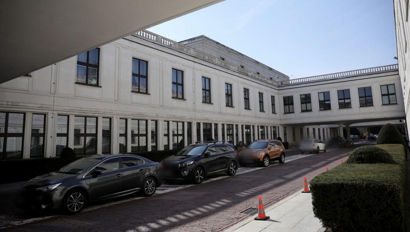 Izba zajmie się poprawkami Senatu do ustaw tworzących tarczę antykryzysową (fot. PAP/Leszek Szymański)