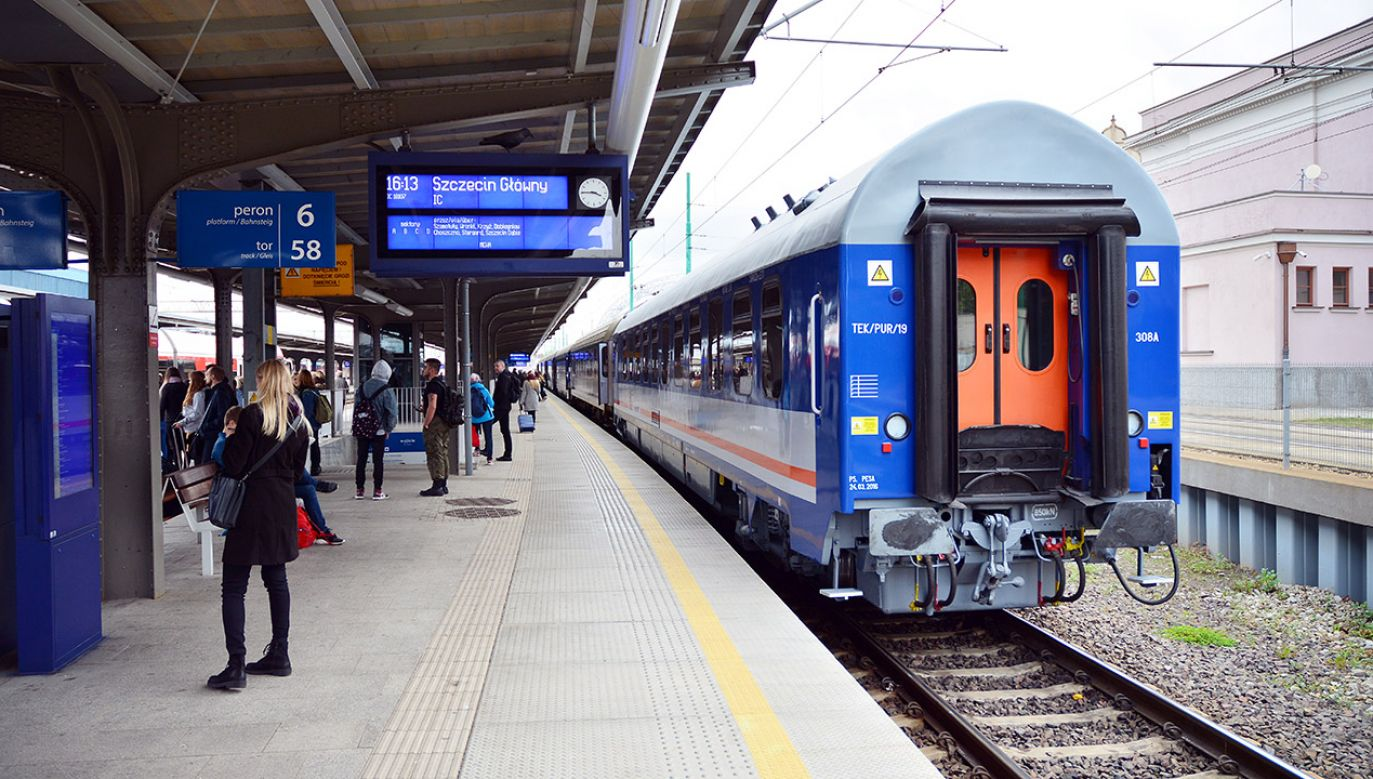 Bilet weekendowy PKP upoważnia do korzystania z przewozów TLK i Intercity (fot. Shutterstock/Grand Warszawski)