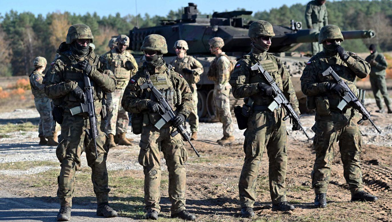 Komentarz Kwatery Głównej NATO w sprawie projektu ustawy o obronie ojczyzny (fot. PAP/Marcin Bielecki)